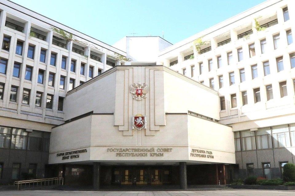 Депутаты Крыма целый год будут заседать в драматическом театре