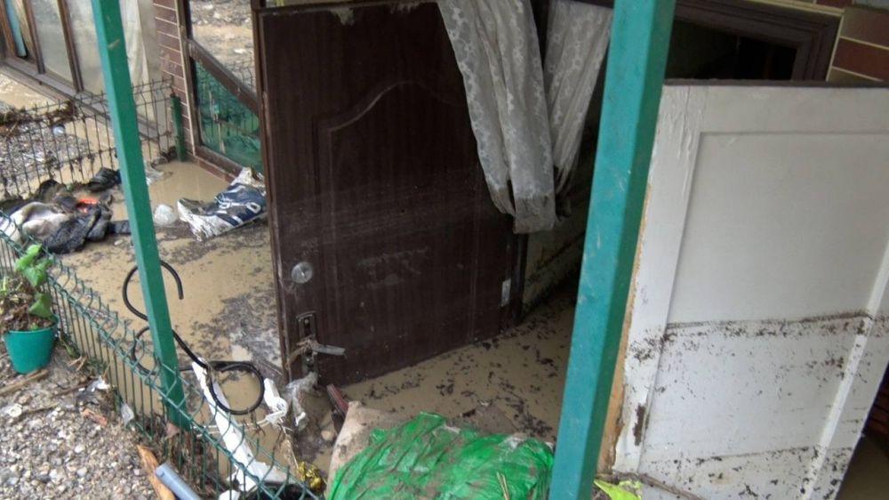 После обильных дождей в Ялте подтопило более 20 зданий