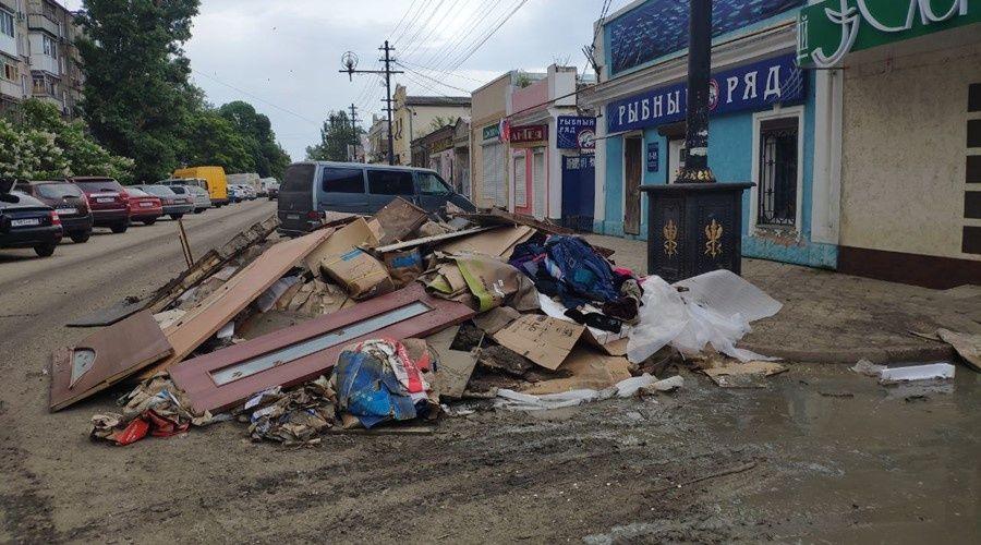 Ускорить уборку Керчи после наводнения отправили вице-премьера Кабанова