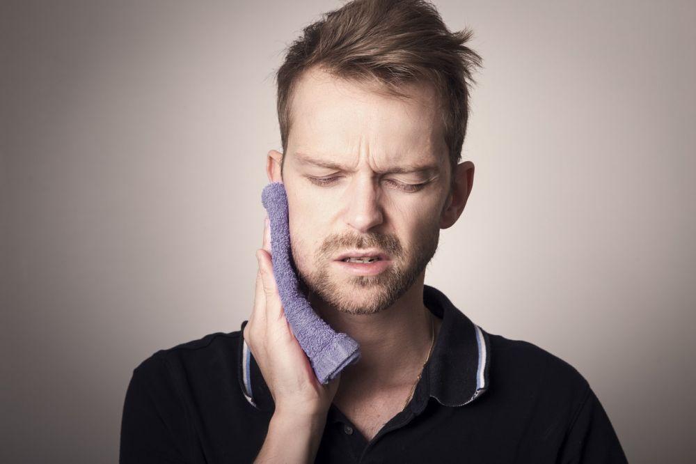Как справиться с зубной болью в домашних условиях