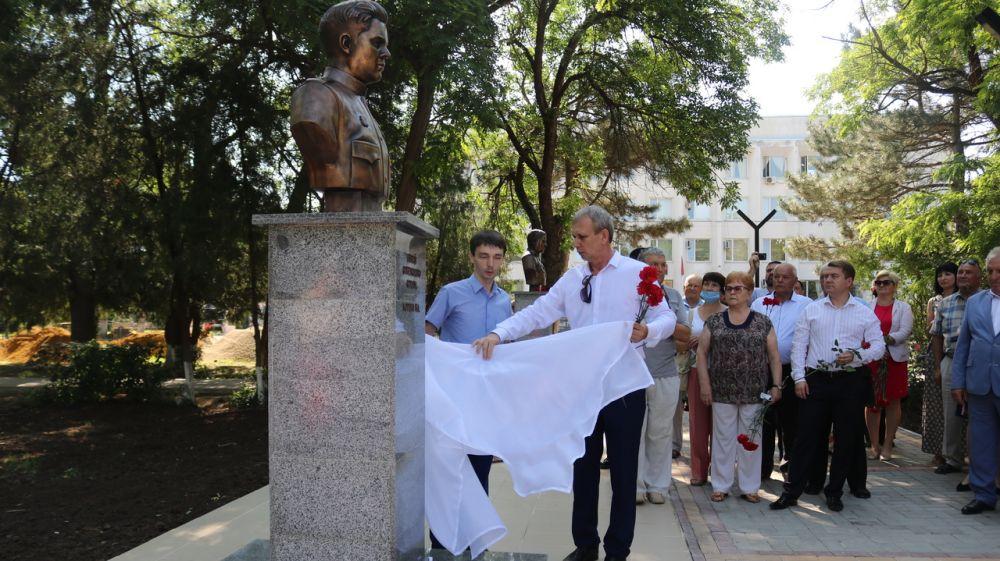 Андрей Рюмшин принял участие в торжественном мероприятии по случаю установки четырех барельефов в честь героев-защитников на Аллее Славы