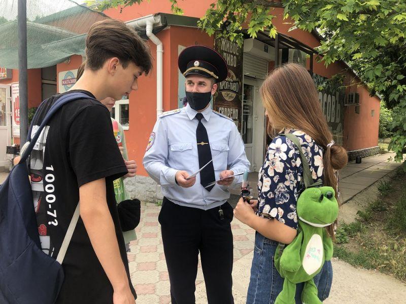 В Симферополе сотрудники полиции провели акцию, приуроченную к Международному дню борьбы с наркоманией