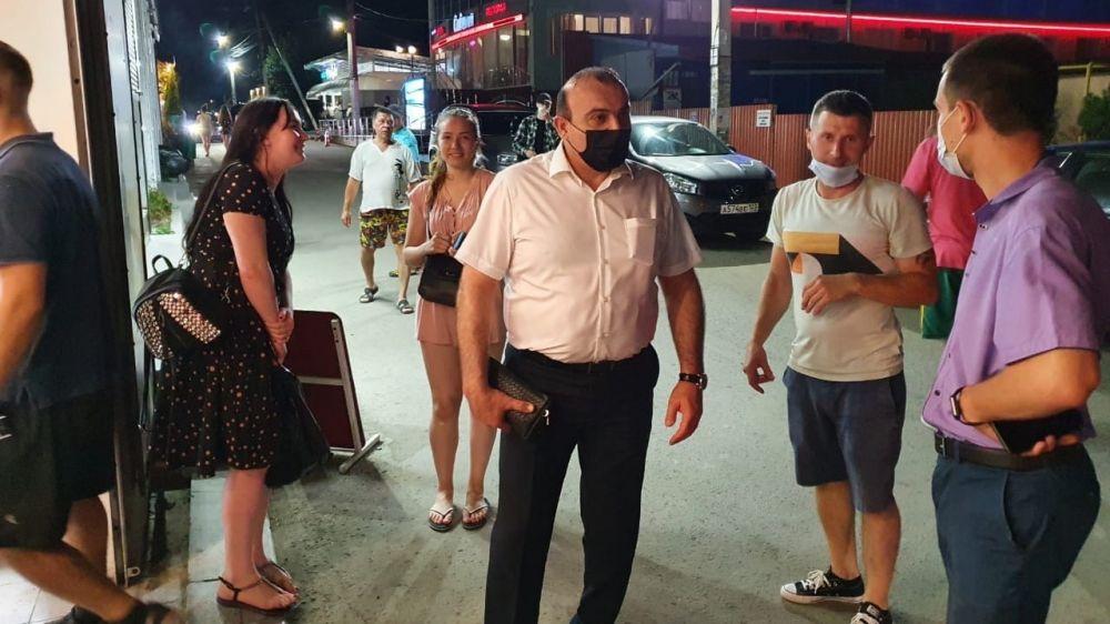 Дионис Алексанов проверил работу субъектов предпринимательской деятельности в п.Николаевка