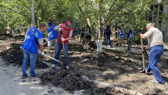 Симферопольцы помогли устранить последствия наводнения в Керчи