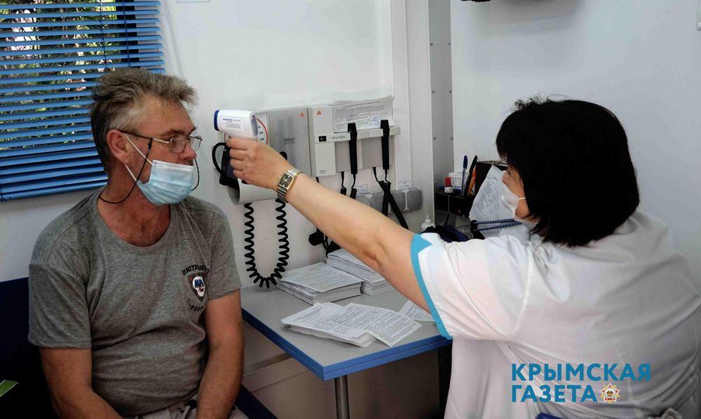 На набережной Евпатории продолжается вакцинация от COVID