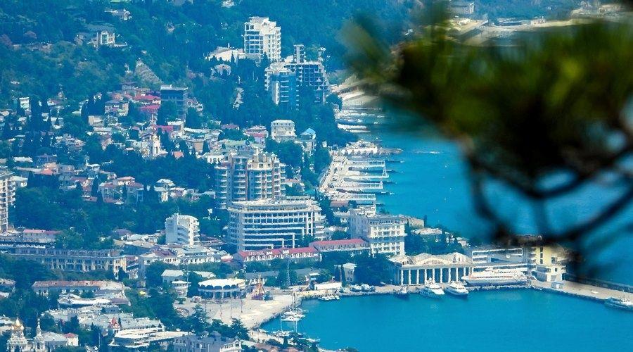 Захарова поблагодарила британское посольство за рекламу курортов Крыма