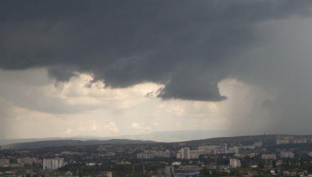 Симферополь и Ялта готовятся к возможному удару стихии