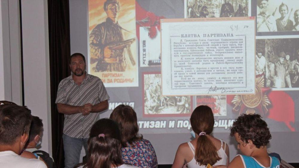 Проведена тематическая лекция о партизанском движении Крыма и состоялось тематическое заседание судакского киноклуба