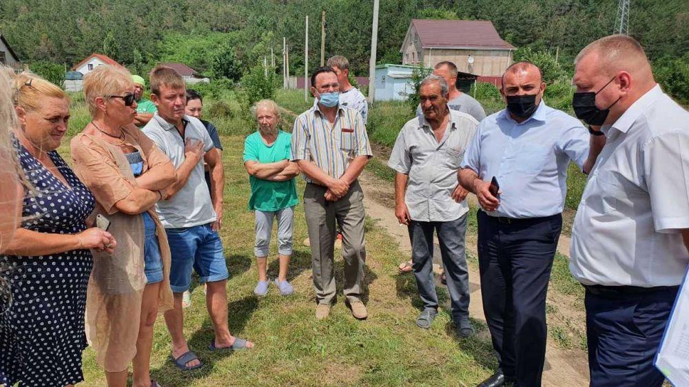 Дионис Алексанов провел встречу с жителями села Пионерское по вопросу благоустройства территории села