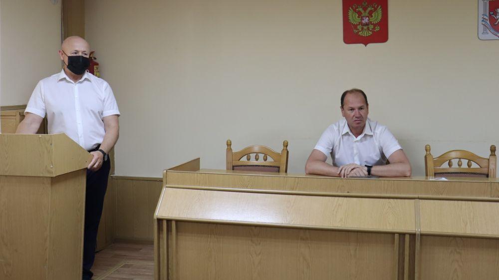 Владислав Хаджиев и Владимир Сабивчак провели совещание с руководителями структурных подразделений администрации