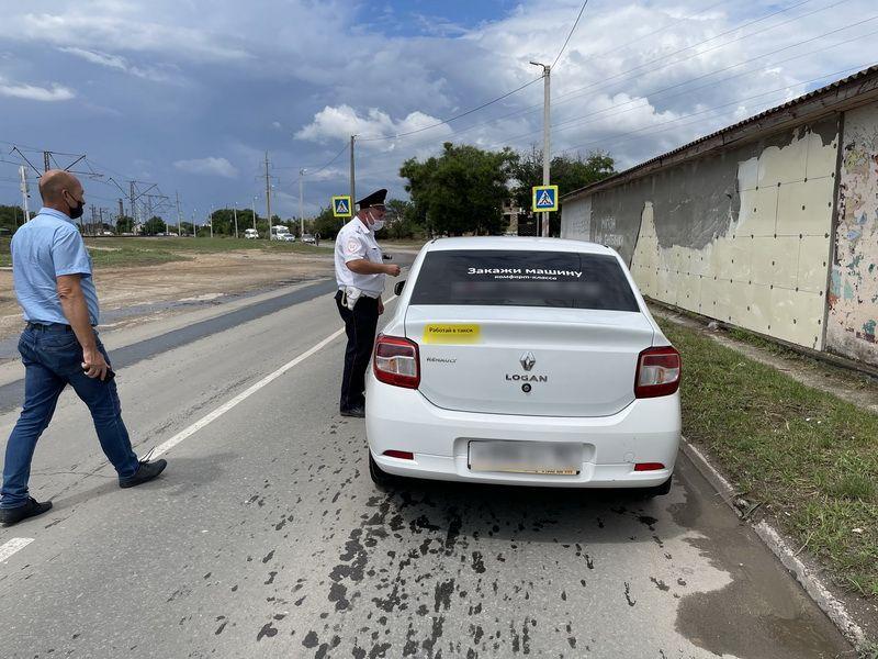 В Евпатории полицейские проводят ежедневные мероприятия по контролю за соблюдением противоэпидемических мер на транспорте
