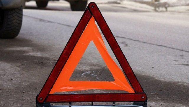 На Кубани столкнулись 13 авто: иномарку зажало грузовиками - видео