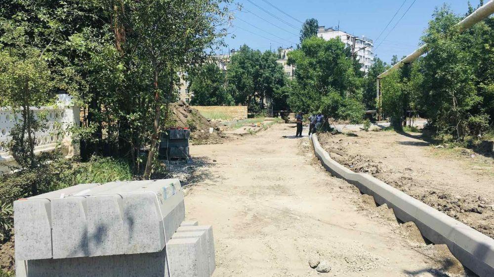 В Керчи начались ремонтные работы дорожного полотна на ул. Чернышевского