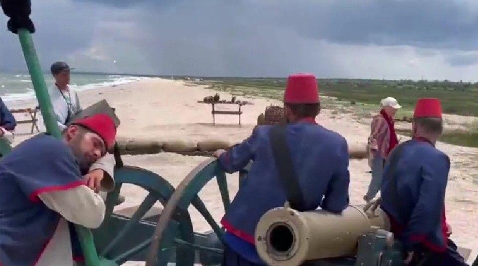 В Крыму «турки» готовят пушки к бою