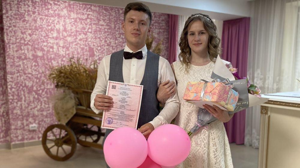 В Симферопольском районе зарегистрировали 300 брак с начала года