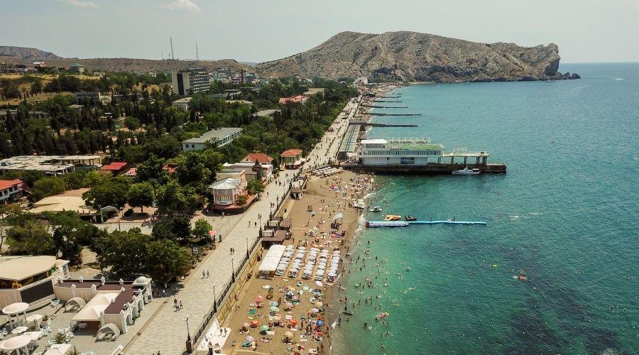 Коронавирусные ограничения ужесточили еще в шести регионах Крыма