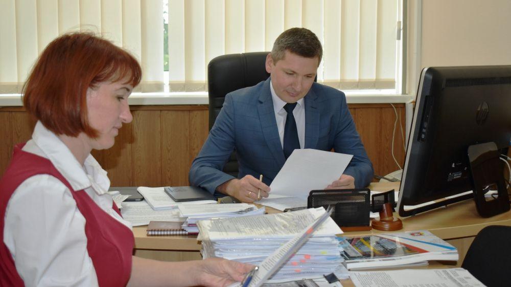 Александр Зинченко проконтролировал порядок и сроки при декларировании оборота алкогольной продукции