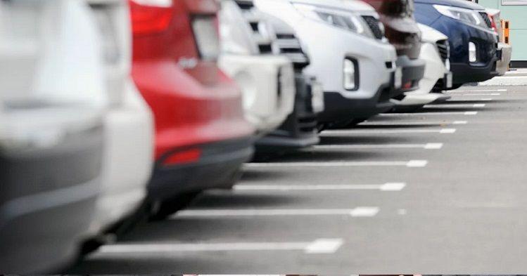 Прокуратура выявила нарушения при организации платной парковки возле пляжа «Аквамарин»