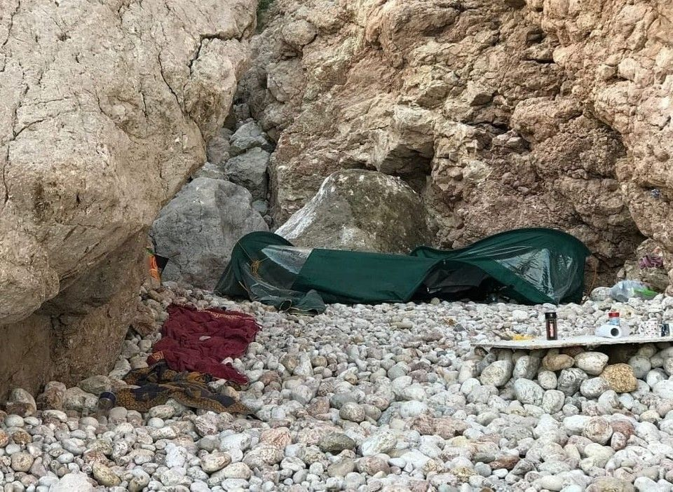 В Севастополе камень со скалы приземлился на палатку туристов