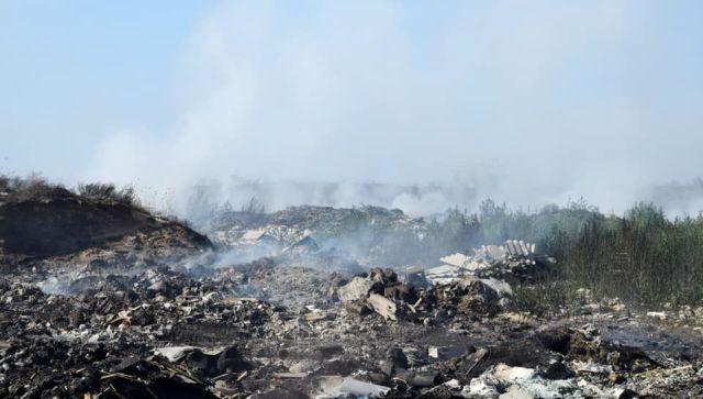 Тушение пожара на полигоне в Евпатории может занять неделю - видео