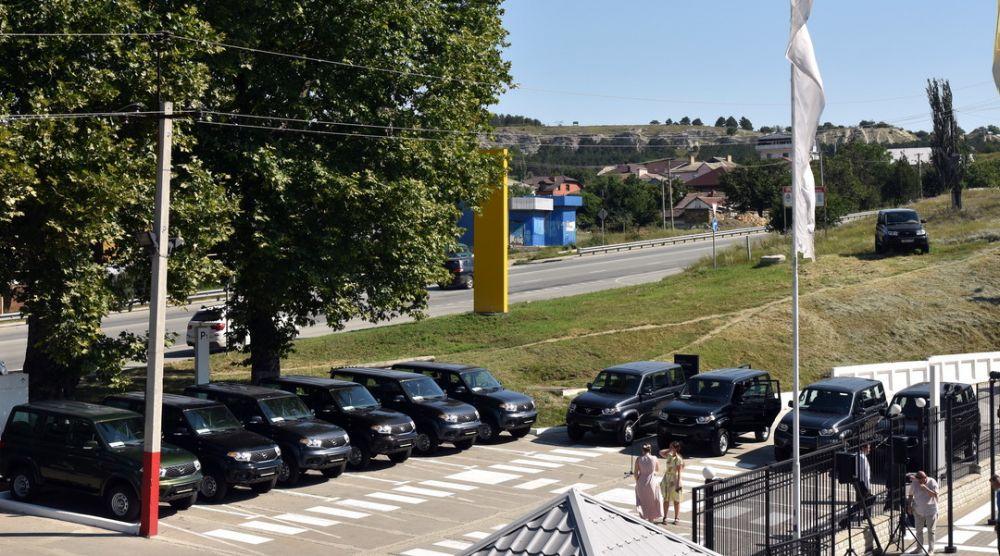 Медработники Крыма получили десять служебных автомобилей