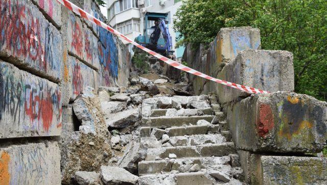 Ремонт лестниц в Симферополе на финальной стадии: видео