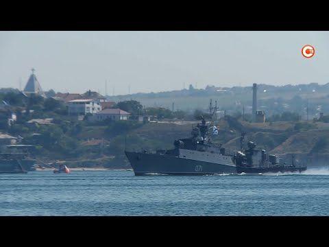 На Черноморском флоте прошла первая репетиция парада ко Дню ВМФ