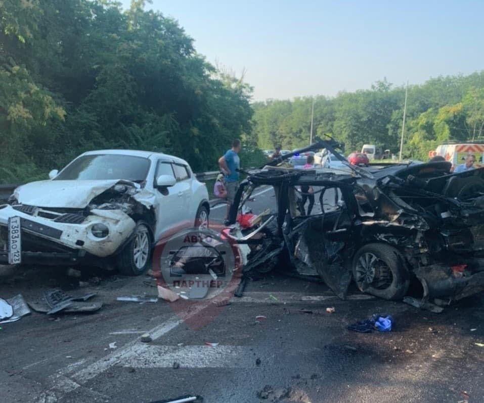 В Балаклавском районе Севастополя случилось массовое ДТП с шестью автомобилями