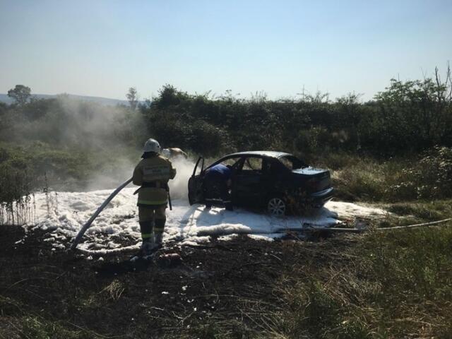 Легковушка загорелась на ходу в Бахчисарайском районе