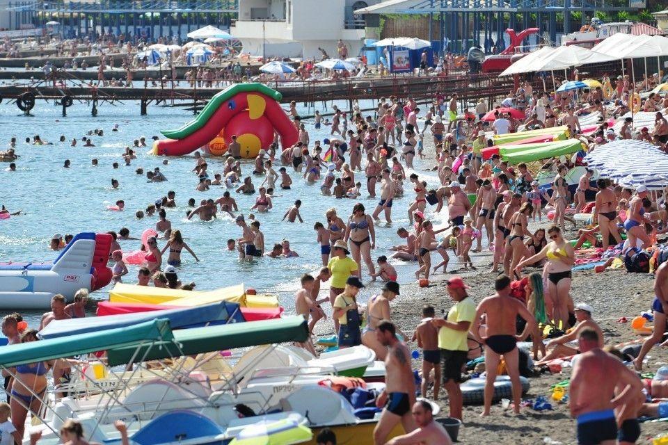 Аксенов не исключил закрытия турсезона в Крыму