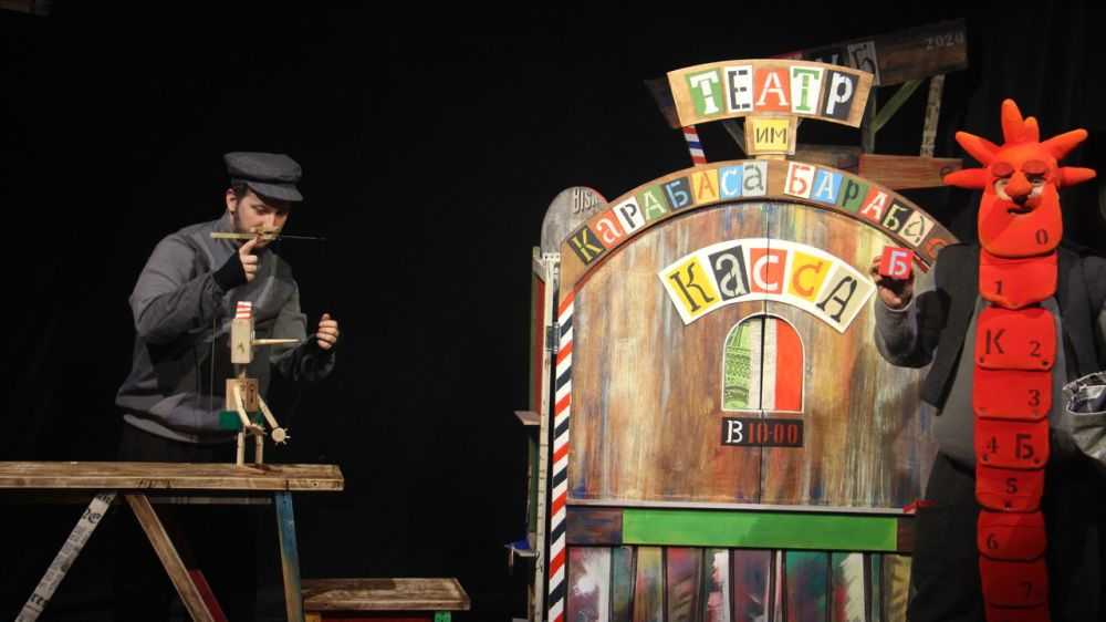 Крымский театр кукол продолжает цикл выездных спектаклей