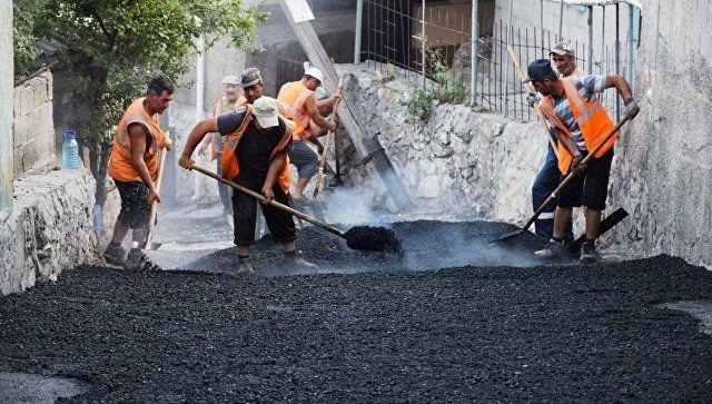 Десять улиц за неделю: как в Симферополе ремонтируют дороги
