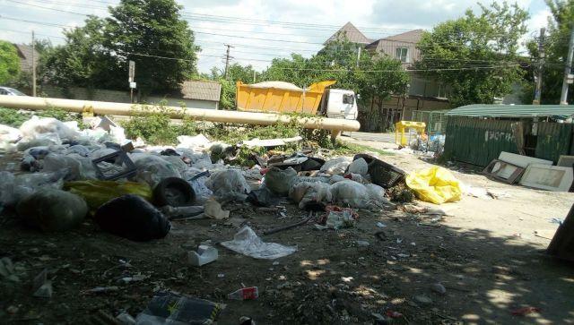 Стихийным свалкам нет: как Симферополь очищают от мусорных навалов
