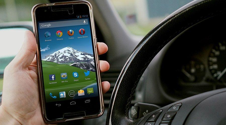 Штраф за использование телефона за рулем авто предложили поднять до 10 тысяч рублей