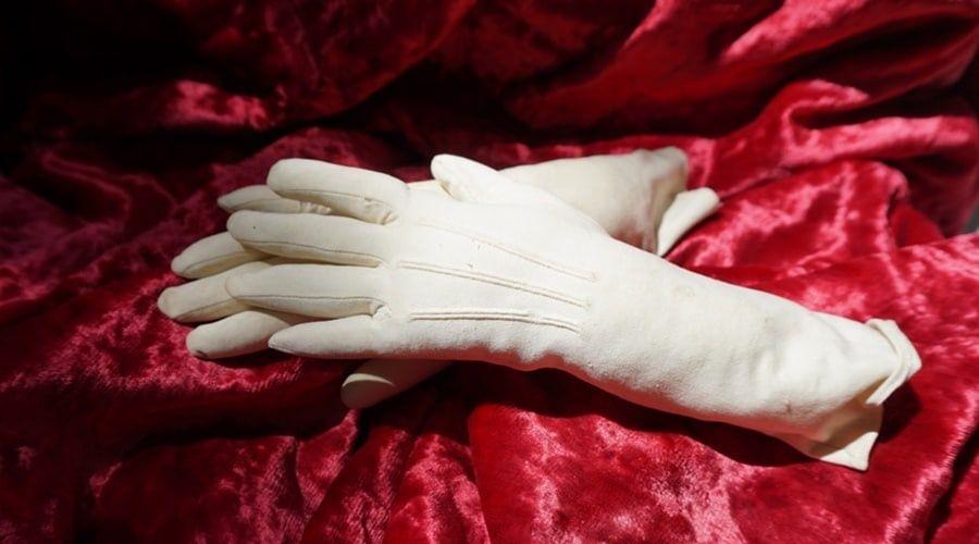 Перчатки Натальи Гончаровой стали экспонатом музея Пушкина в Гурзуфе