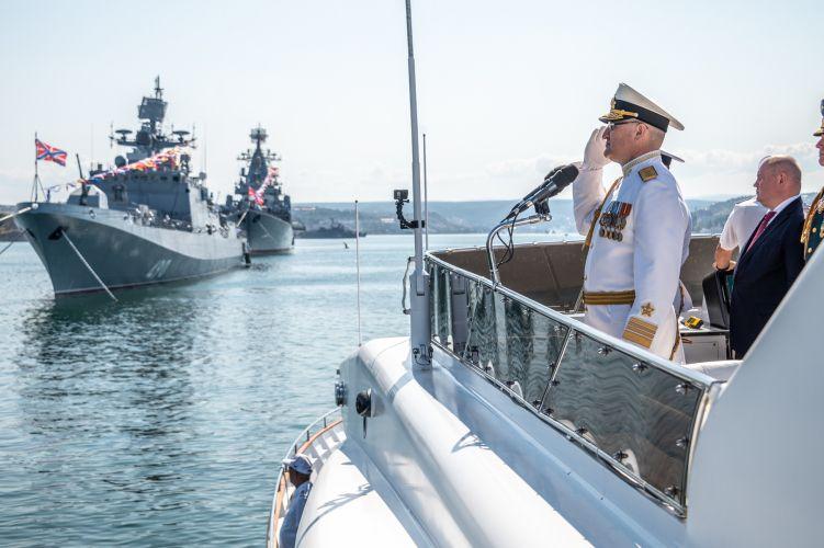Севастополь празднует День Военно-Морского Флота