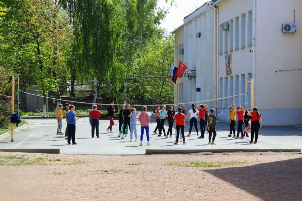 Как крымским многодетным семьям получить две выплаты на покупку школьной формы