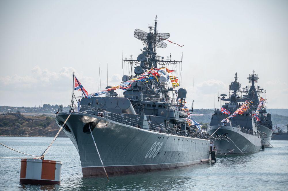 Аксёнов поздравил с Днём Военно-Морского Флота России