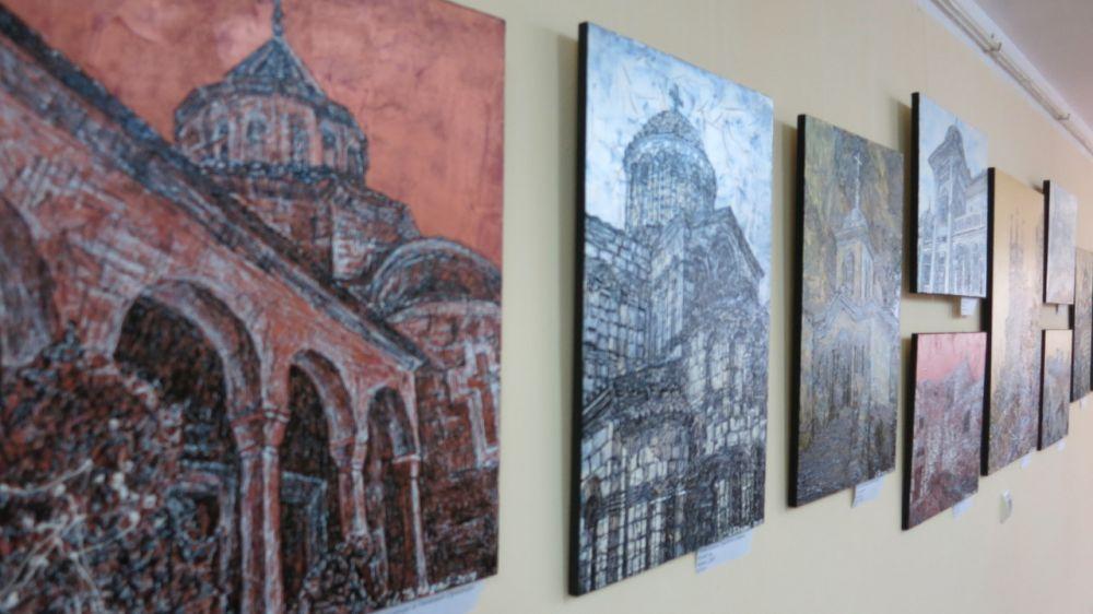 Персональная выставка Любавы Тарадай «Православная Таврида» представлена в Крымском этнографическом музее