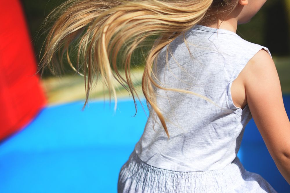 В детском парке Симферополя девочка получила перелом позвоночника, упав с батута