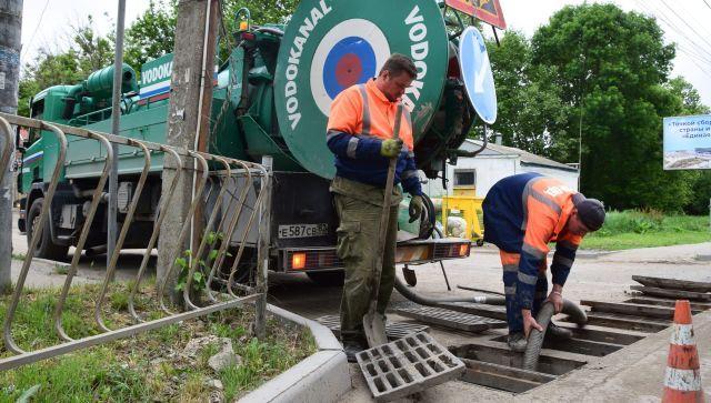 Коммунальщики очистили ливневки на четырех улицах Симферополя