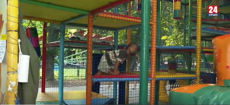 Гостехнадзор проверил аттракцион в Симферополе, где сломала позвоночник 5-летняя девочка
