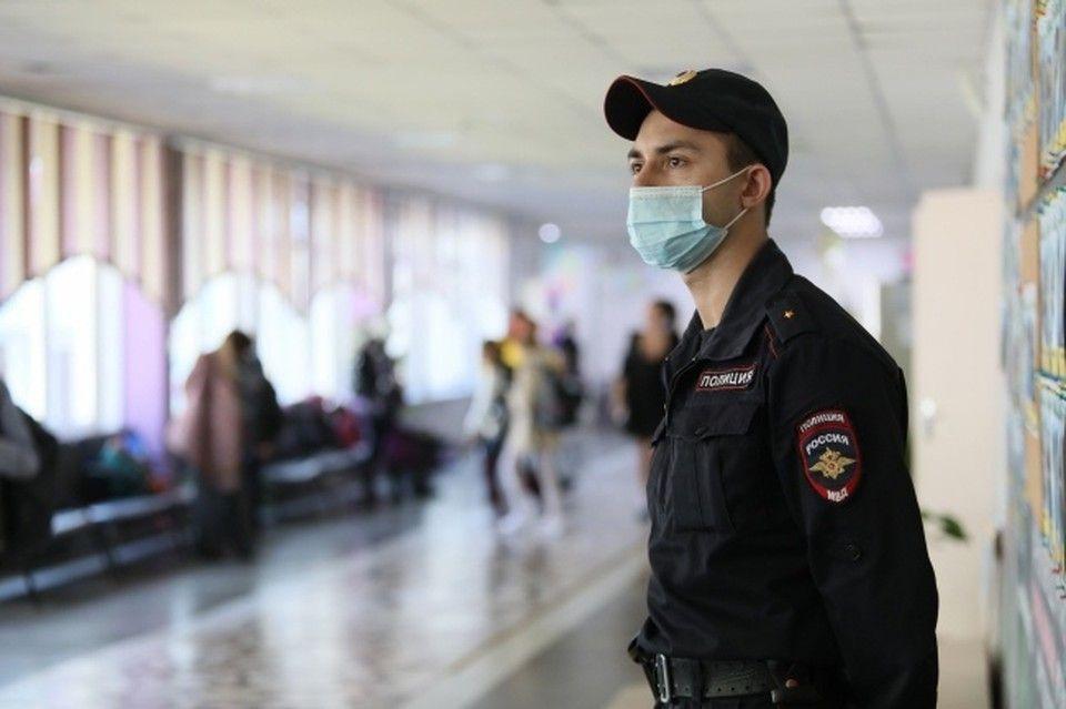 В МВД рассказали, из-за чего произошел затор на подъезде к аэропорту Симферополь