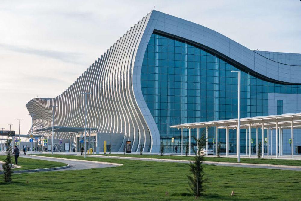 Неизвестные перекрыли въезд в аэропорт Симферополя