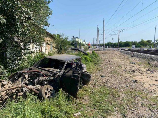 Легковушка попала под поезд в Крыму