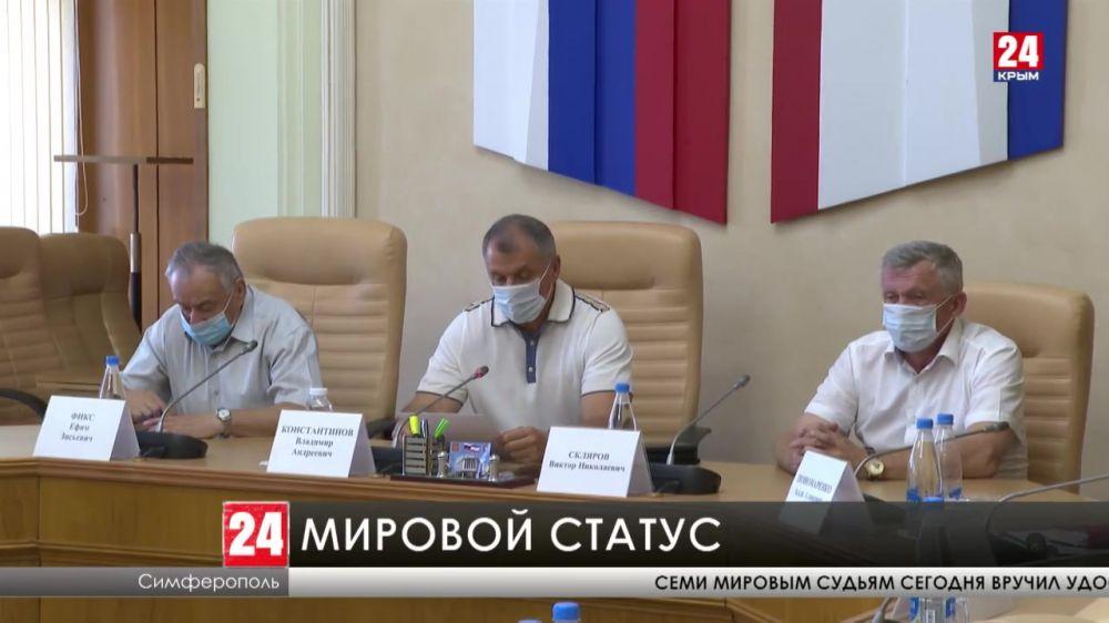 Семи мировым судьям сегодня вручил удостоверения Владимир Константинов
