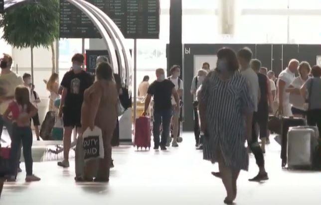 Пассажиры самолёта, который экстренно сел в Симферополе, провели сутки в аэропорту