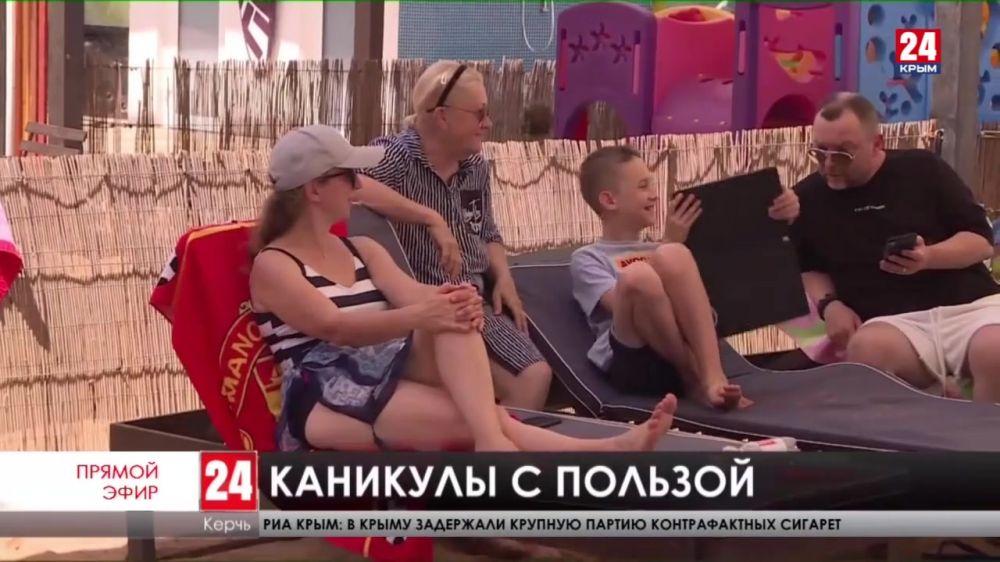 Какую работу выбирают керченские подростки во время летних каникул?