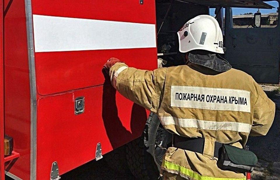 Пожар уничтожил 21 павильон на севастопольском рынке