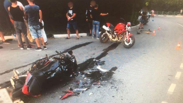 В Ялте легковушка снесла два мотоцикла: двое в больнице